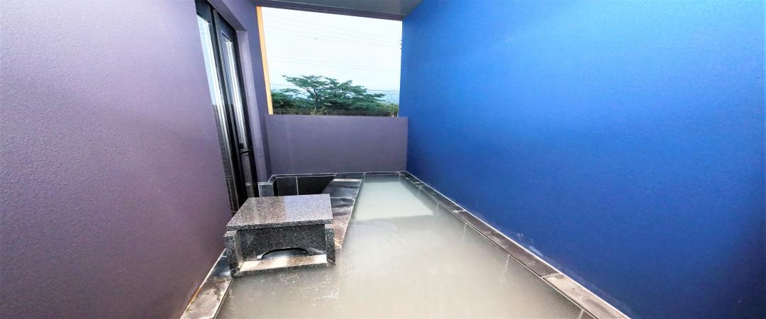 湿原側硫黄泉露天風呂付和洋室